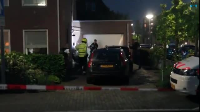 Muslim gang take hostages in Holland after armed robbery. Police go bang. Problem solved.